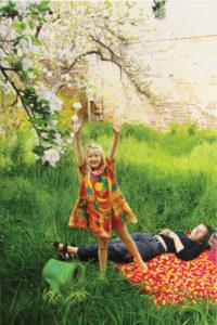Wendy und Gaby im Garten